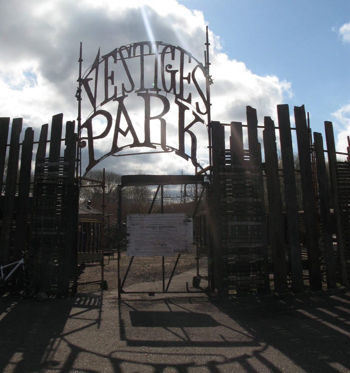 vestiges park _gates