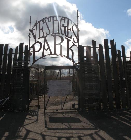 vestiges park _gates